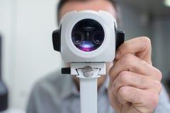 检查的视觉机器在诊所 免版税图库摄影