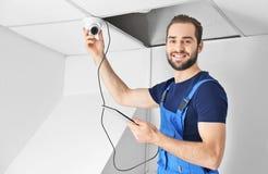 检查监视器的电工 免版税库存照片