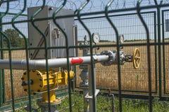 检查站管道、压力天然气测量和流程  压力米特写镜头在天然气管道的 免版税库存照片
