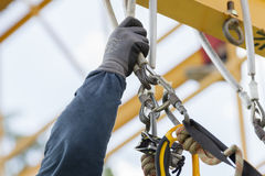 绳索检查设备的通入工作者 免版税库存照片