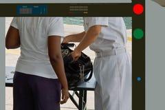 检查证券的行李 免版税图库摄影