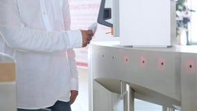 检查e通行证系统 ?? 有卡片阅读机的旋转门 电子检查站 存取控制系统 影视素材