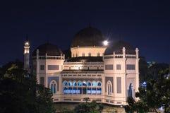 棉兰的清真大寺在晚上。 库存照片