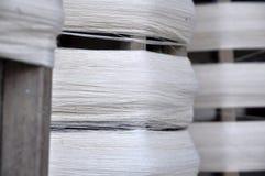 棉花卷线程数木头 免版税图库摄影