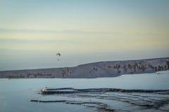 棉花堡矿物滑翔伞,棉花堡,土耳其 免版税库存图片