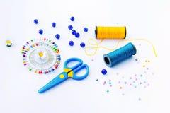 棉花工具箱针缝合的顶针 免版税图库摄影