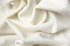棉花毯子有有趣的纹理的和不规则地弄皱用一个相当艺术性的方式 免版税库存图片
