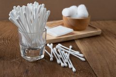 棉花芽木棍子或棉花棒 图库摄影