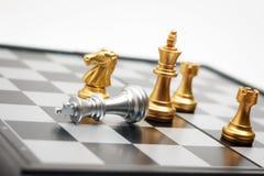 棋盘比赛金球员杀害了企业com的银色国王 库存图片