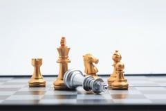 棋盘比赛金球员杀害了企业com的银色国王 库存照片