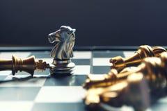 棋盘比赛 前个骑士立场 赢利地区和领导概念 企业成功的概念 图库摄影