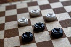 棋盘的验查员准备好使用 3d抽象概念比赛例证 多米诺 业余爱好 运动场的验查员比赛的 免版税库存照片
