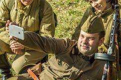 棍打扮演重建其中一次争斗世界大战2在俄罗斯的卡卢加州地区 图库摄影