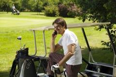 棍打高尔夫球 库存照片