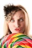 棒棒糖俏丽的妇女年轻人 免版税库存图片