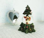 棒棒糖圣诞节装饰品雪结构树 免版税库存图片
