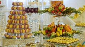 棒棒糖婚礼,糖果自助餐,在婚礼的可口棒棒糖 影视素材