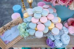 棒棒糖 与甜点,糖果,点心的表 图库摄影