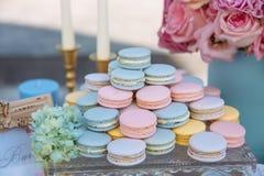 棒棒糖 与甜点,糖果,点心的表 库存照片