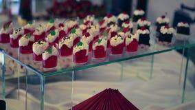 棒棒糖 与甜ncandies的表 8个饼婚礼 股票视频