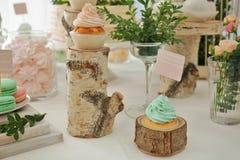 棒棒糖 用不同的甜点的表 库存照片