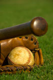 棒球供应葡萄酒 库存图片