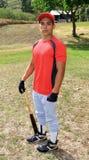棒球棒他的球员姿势 免版税库存照片
