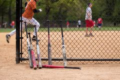 棒球棒和球员。 库存照片