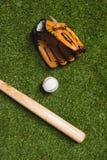 棒球棒顶视图与球和手套的 库存照片