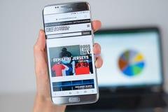 棒球网站明确在手机屏幕 库存图片