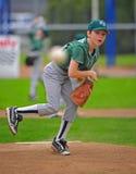 棒球联盟小的投手 库存图片