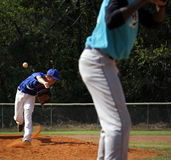 棒球联盟小的投手 库存照片