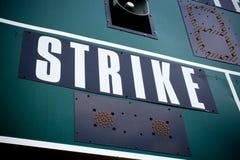 棒球记分牌罢工 免版税库存照片