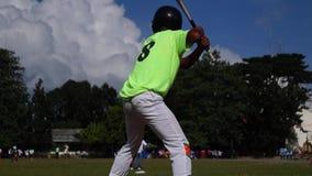 棒球运动员严谨地为接踵而来的体育运动事件被训练 活动公共 股票录像