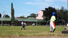 棒球运动员严谨地为接踵而来的体育运动事件被训练 活动公共 影视素材