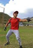 棒球运动员联系与审判员 免版税库存图片