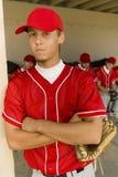 棒球运动员画象有队友的在背景中 免版税库存照片