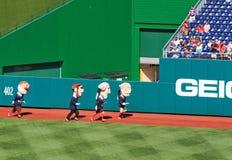 棒球-华盛顿国民吉祥人种族 库存照片