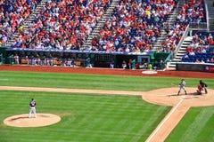 棒球-投手和面团对峙 免版税库存图片