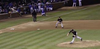 棒球- MLB投手投掷的球 免版税库存图片