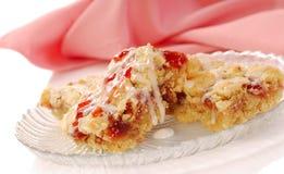 棒蛋糕咖啡胡桃草莓糖粉奶油细末 库存图片