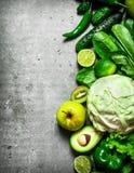 棒谷物节食健身 绿色蔬菜和水果 免版税库存照片