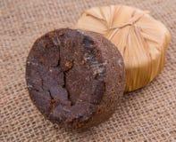 棕榈在黄麻袋VIII的树汁糖 免版税库存图片