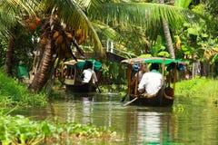 棕榈树热带森林在Kochin,喀拉拉,印度死水  免版税库存照片