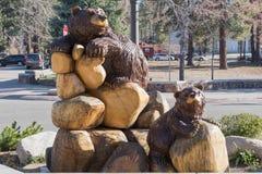 棕熊雕塑 库存图片
