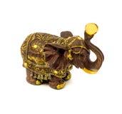 棕色大象小雕象与在白色背景隔绝的黄色青玉的 免版税图库摄影