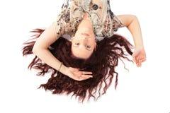 棕色头发位于的顶视图妇女 免版税库存图片
