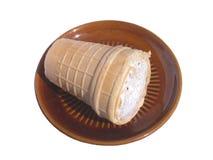 棕色奶油色冰查出的茶碟白色 免版税库存照片