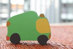 棕色家具材料的工艺品织法纹理柳条表面传统泰国样式自然背景与绿色玩具加州 库存图片