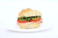 棕色小圆面包汉堡沙拉三明治 免版税库存图片